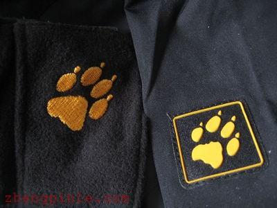 狼爪T恤的洗标三