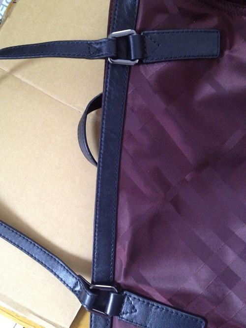 burberry假包肩带细节正面图示