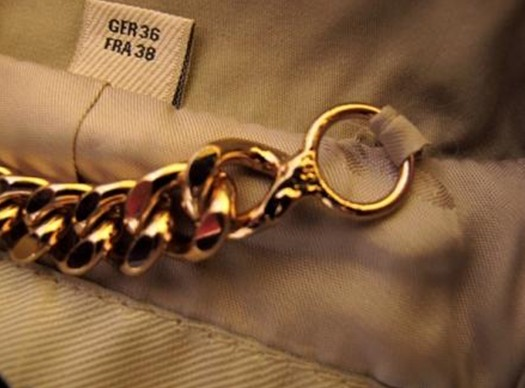 BURBERRY风衣金属链条