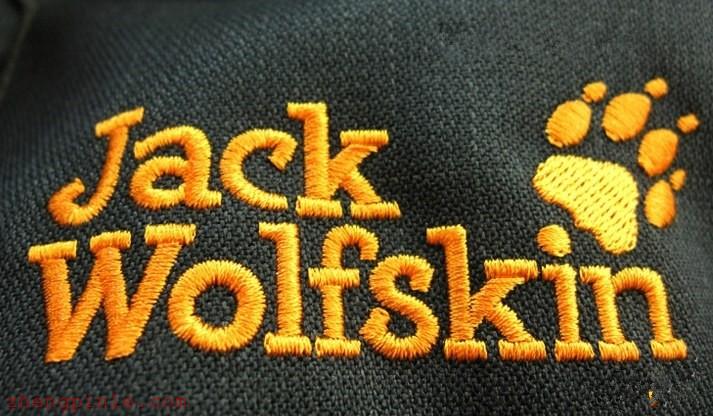 狼爪logo刺绣特征一个是字体比较粗,另外左数第二个脚趾比别的大!