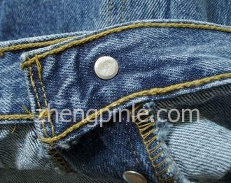 正品李维斯牛仔裤腰围里面的平行走线是多股的