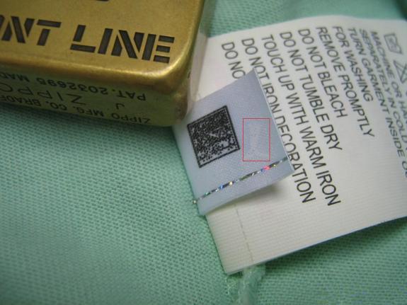 防伪标签侧面又个puma的NO.1 logo,也就是puma字母,和豹子图案,NO.1 logo下有四颜色框(有一部分防伪标没有这个框)