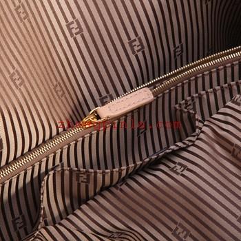 正品芬迪包做工精致内衬有双FF暗纹