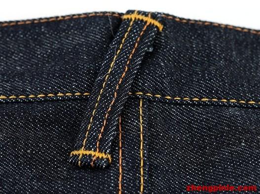 evisu裤子后背及两侧的皮带环都是斜着缝制的,后背视图