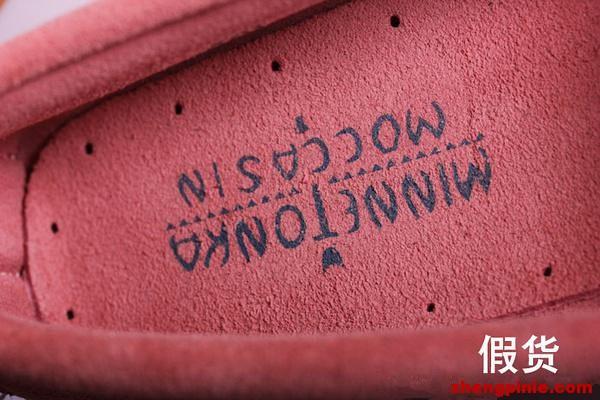 假货依旧使用带moccasin文字的印刷版