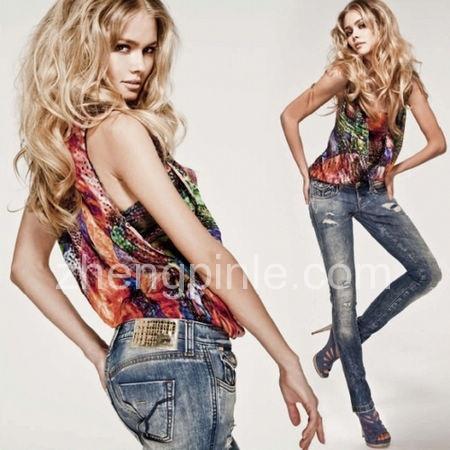 Miss Sixty品牌主打的牛仔裤优异的面料和版型决定了极好的塑身效果