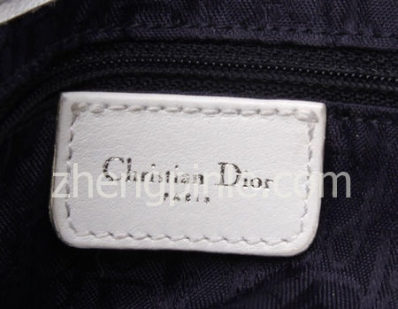 正品Dior包内皮质标签