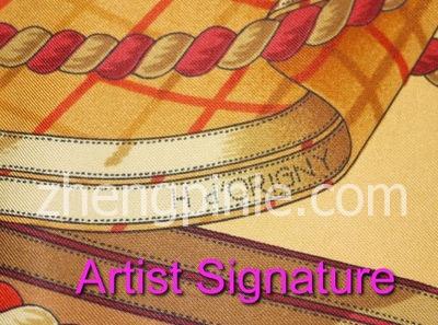 hermes丝巾正面的设计师签名