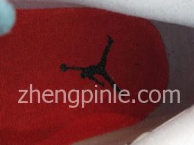 乔丹4的鞋垫上有飞人标志
