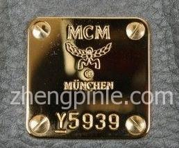 真的MCM包铜牌