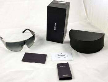 PRADA太阳镜的包装明细图二