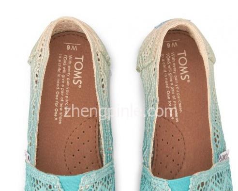 TOMS鞋垫上的品牌等字样