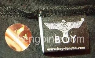 英国BOY LONDON的洗标正面和防伪标