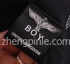 韩国BOY LONDON衣服的侧标