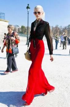 街拍秋冬季节搭配方法之黑红色调