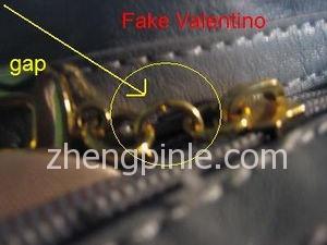 假的Valentino皮包拉链
