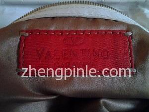 假的Valentino皮包内标签