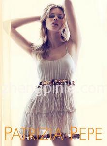 意大利女装柏翠莎·佩佩(Patrizia Pepe)时尚新款宣传海报