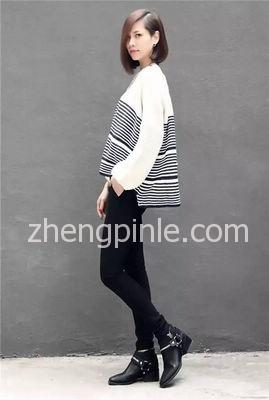 长款上衣搭配高跟鞋示例;