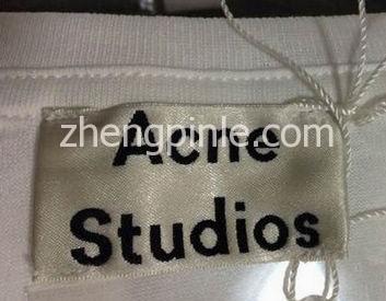 正品ACNE艾克妮T恤的领标细节