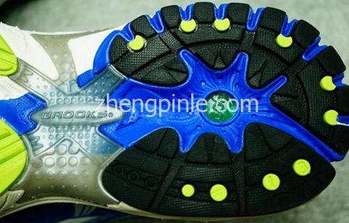 正品brooks跑鞋的鞋底细节