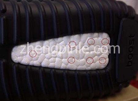 正品阿迪达斯Yeezy椰子鞋的鞋底细节
