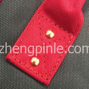 真Anello帆布包的手柄固定位置走线